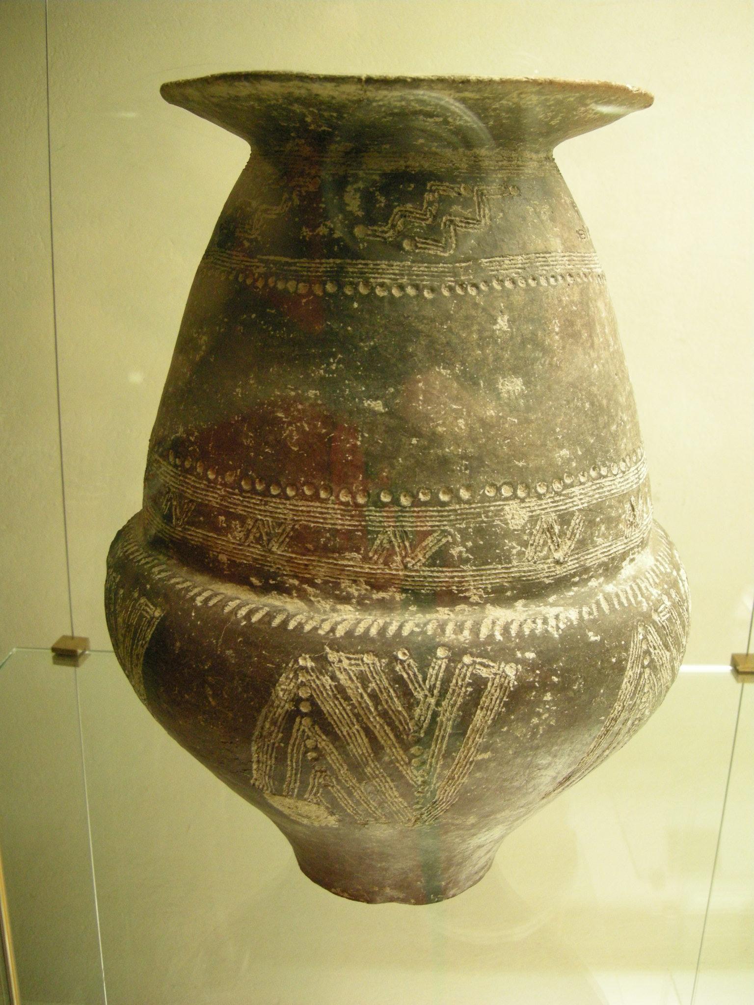 File urna cineraria biconica da tarquinia con decorazione for Decorazione wikipedia