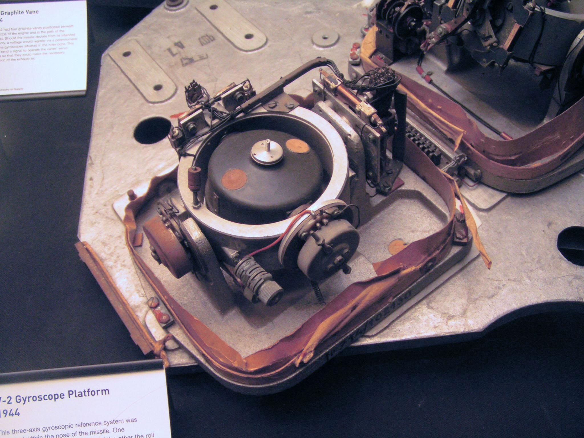http://upload.wikimedia.org/wikipedia/commons/4/48/V2-Ein_Kreisel_der_Steuerung.jpg