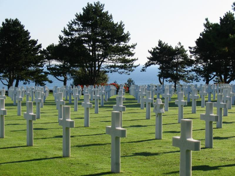 Crosses at WW2 American Cemetery in Normandy by http://www.claudetravels.altervista.org/Normandia/galleria.html