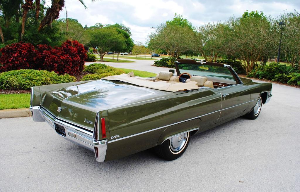 1970_Cadillac_Deville_convertible_rvr.jp