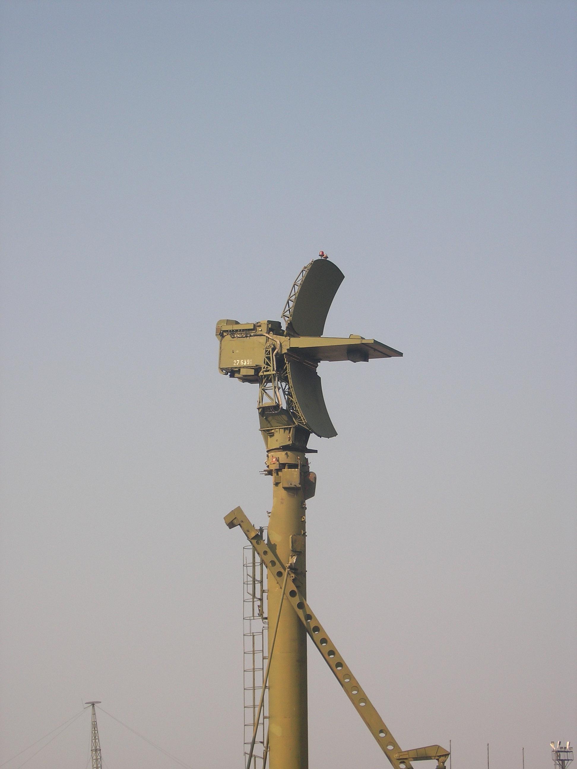 صفقة ثانية للرهيب s-300 للجزائر  - صفحة 5 76N6_Clam_Shell_FMCW_acquisition_radar-2