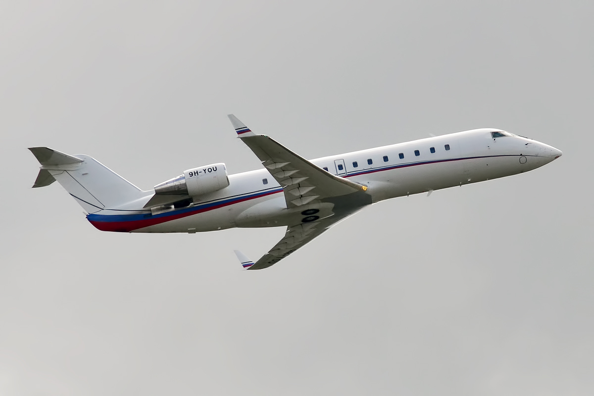 Bombardier Challenger 850 - Wikipedia
