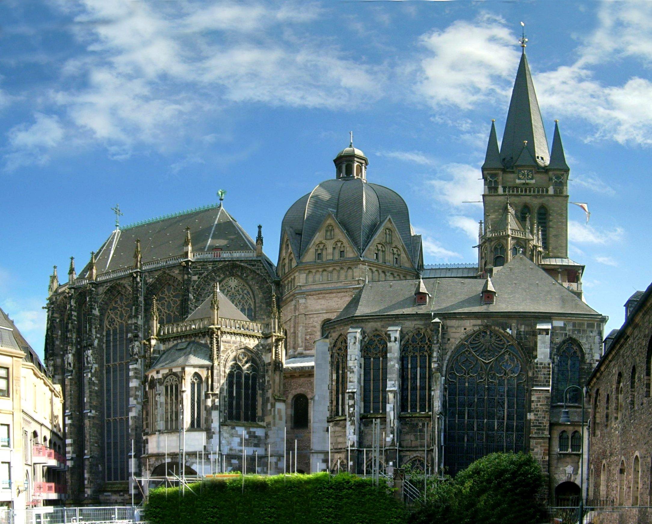 Der Aachener Dom diente bis 1531 insgesamt 31 deutschen Herrschern als Krönungsstätte.