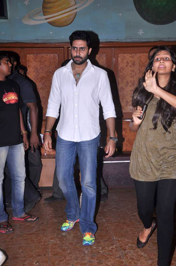 http://upload.wikimedia.org/wikipedia/commons/4/49/Abhishek_Bachchan_meets_fans_at_%27Bol_Bachchan%27_screening_04.jpg