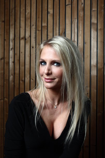 The 31-year old daughter of father (?) and mother(?) Annelien Coorevits in 2018 photo. Annelien Coorevits earned a  million dollar salary - leaving the net worth at 0.3 million in 2018