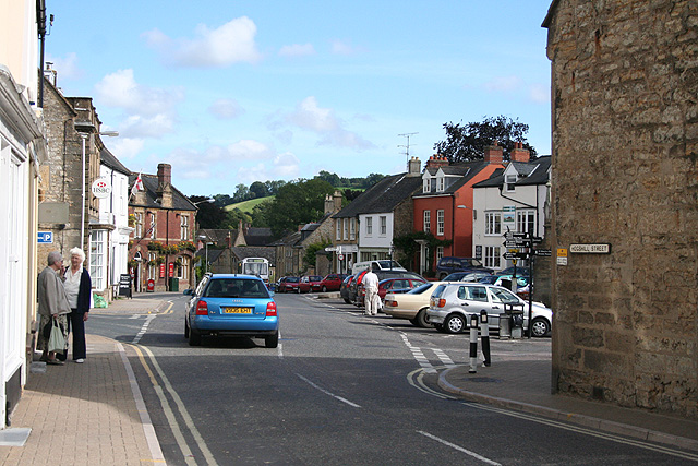 File:Beaminster, Hogshill Street and The Square - geograph.org.uk - 922654.jpg