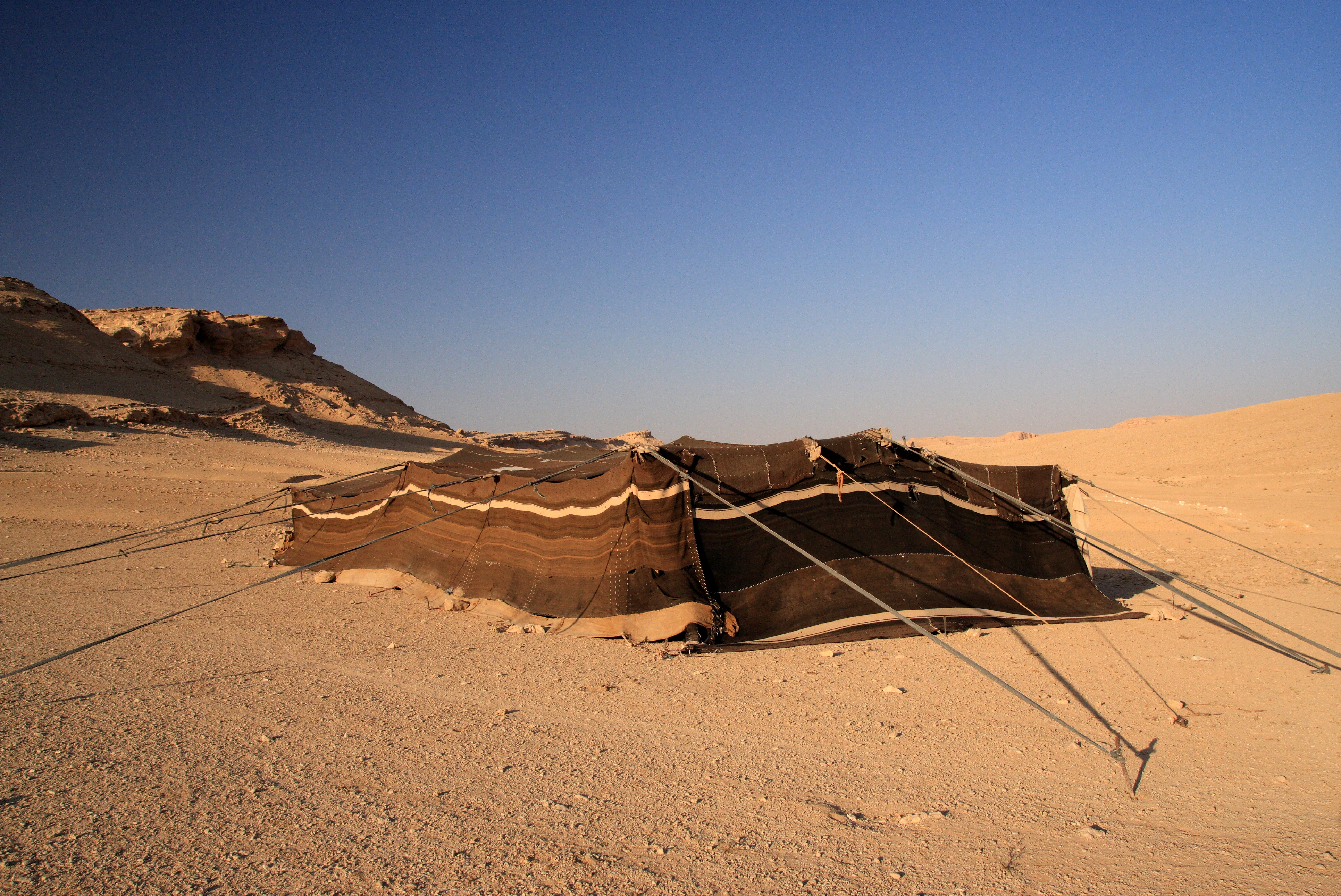 By yeowatzup (Bedouin Tent, Syrian Desert) [CC BY 2.0 (https://creativecommons.org/licenses/by/2.0)], via Wikimedia Commons