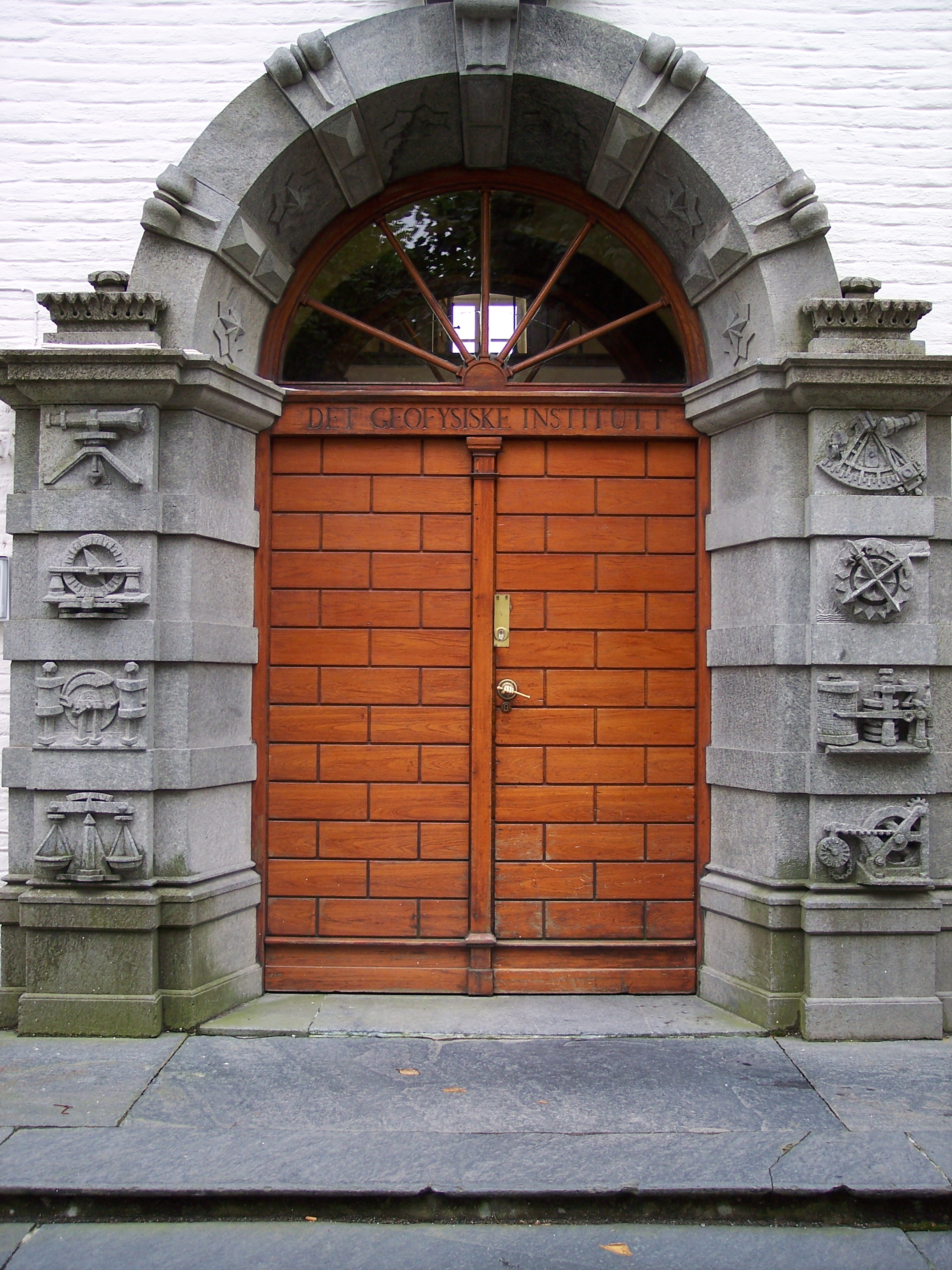 File:Bergen- Entrance to the geophysical institute.jpeg