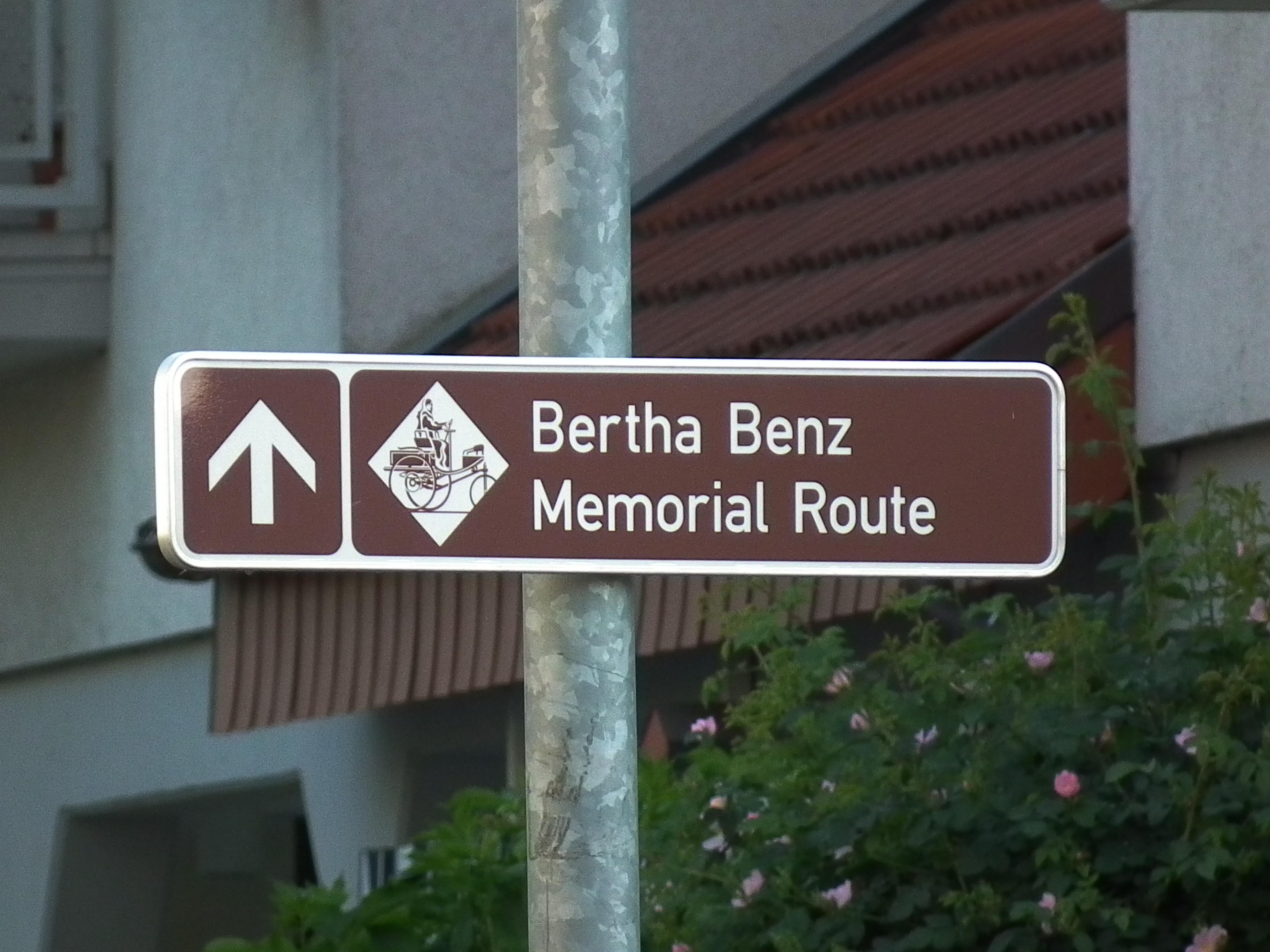 [Imagen: Bertha_Benz_Memorial_Route_in_Nu%C3%9Floch.JPG]