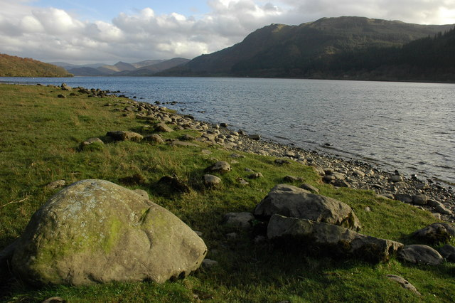 Boulders on the shore of Bassenthwaite Lake - geograph.org.uk - 1247652