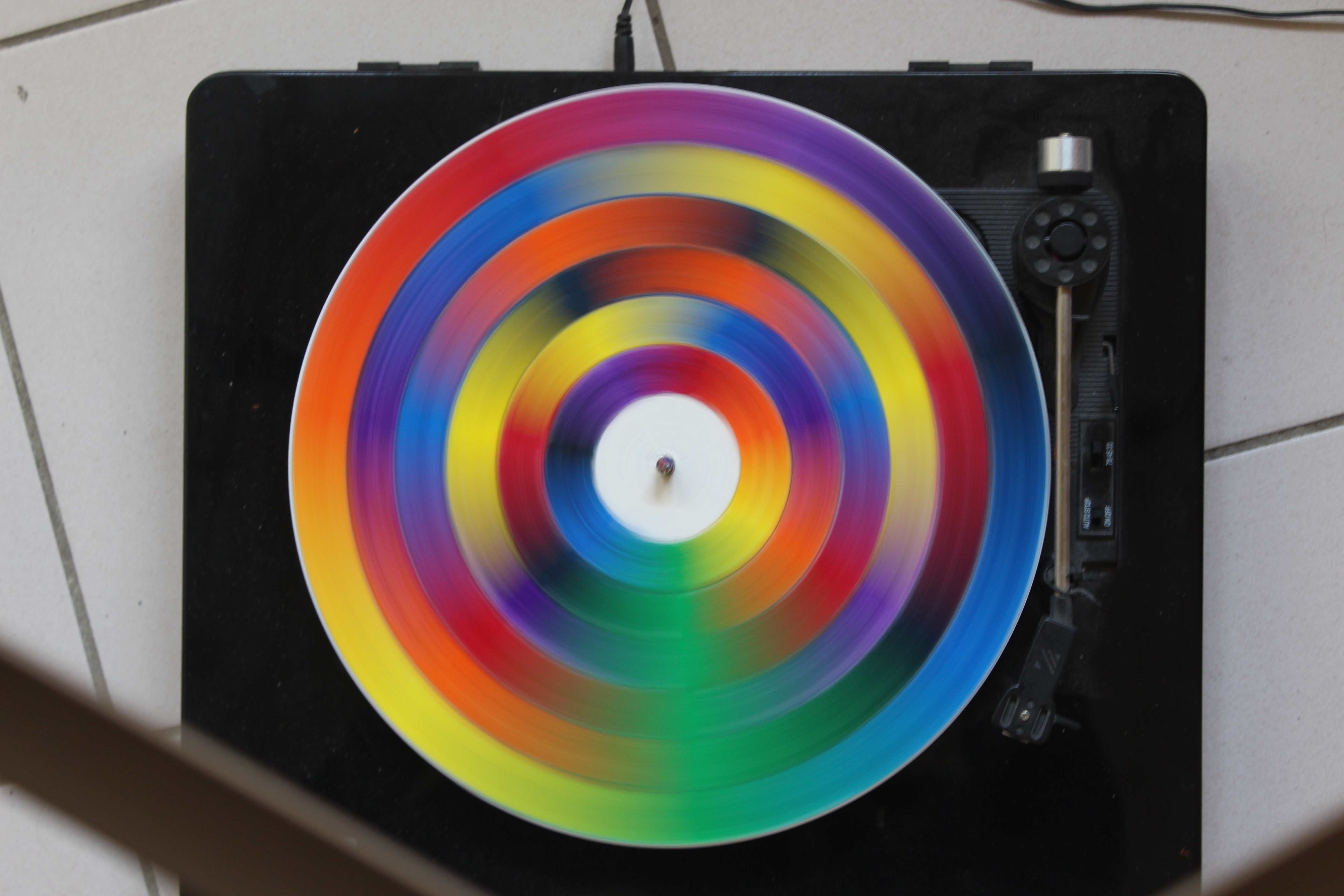 File brassage des couleurs du spectre de la lumiere jpg - Couleur de la lumiere ...