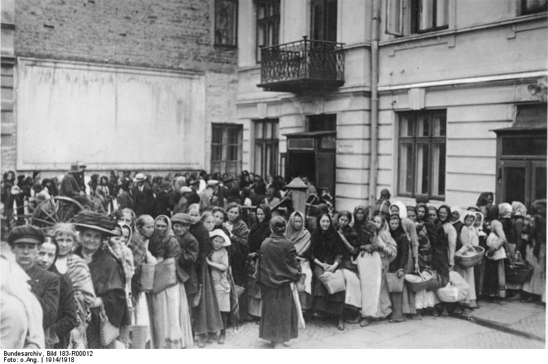Bundesarchiv Bild 183-R00012, Anstehen nach Brot in Deutschland.jpg