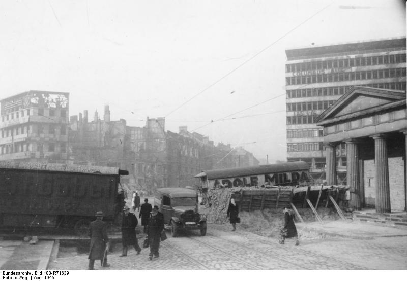 Bundesarchiv Bild 183-R71639, Berlin, Panzersperre am Potsdamer Platz.jpg