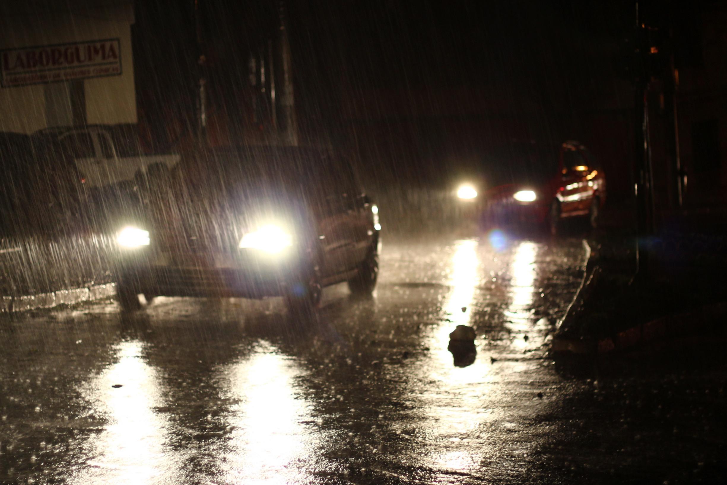 Datei Cars Light Up The Rain Jpg Wikipedia