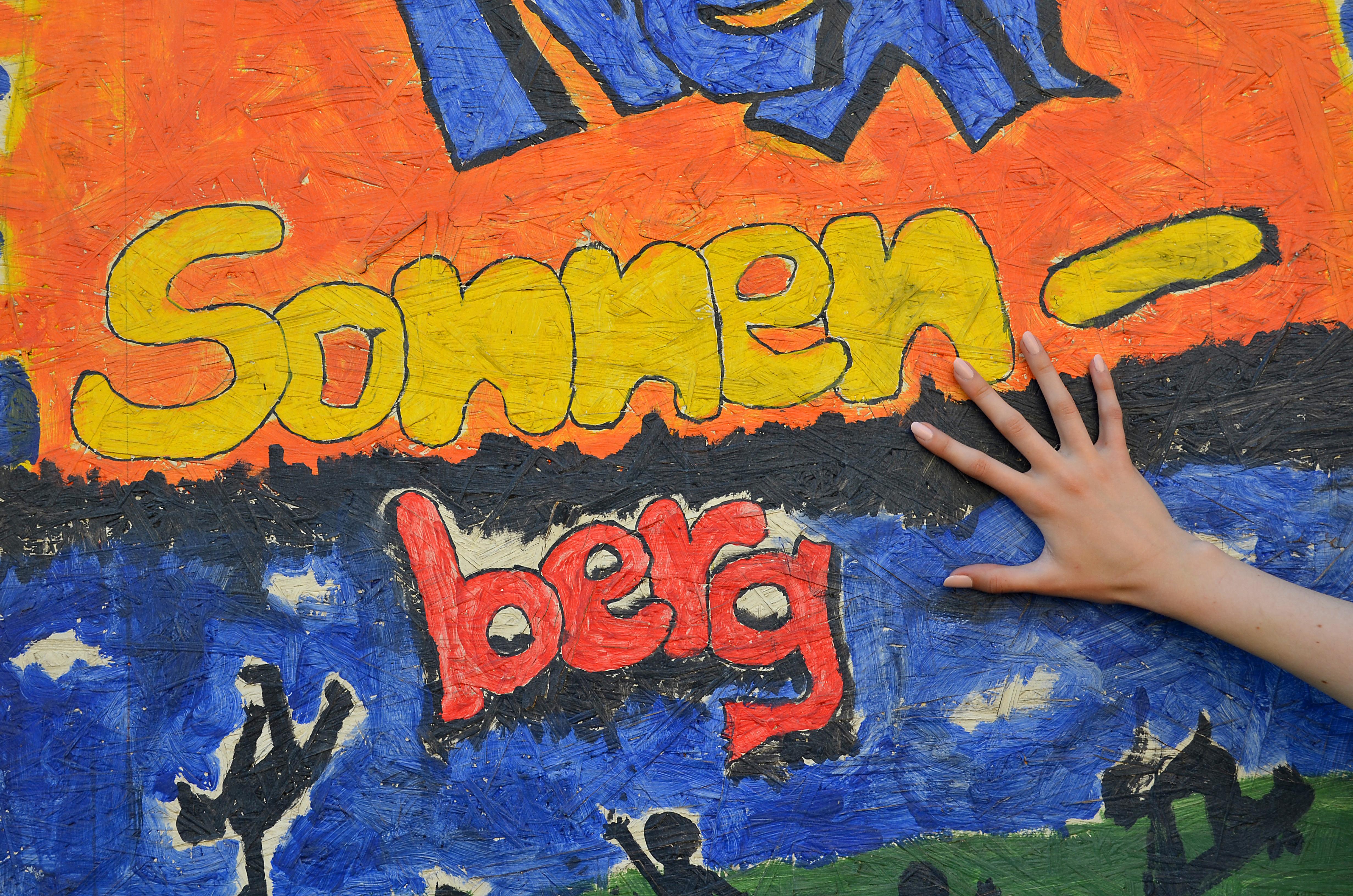 177e66a91022d2 File Chemnitz sonnenberg outdoor galerie hand.JPG - Wikimedia Commons