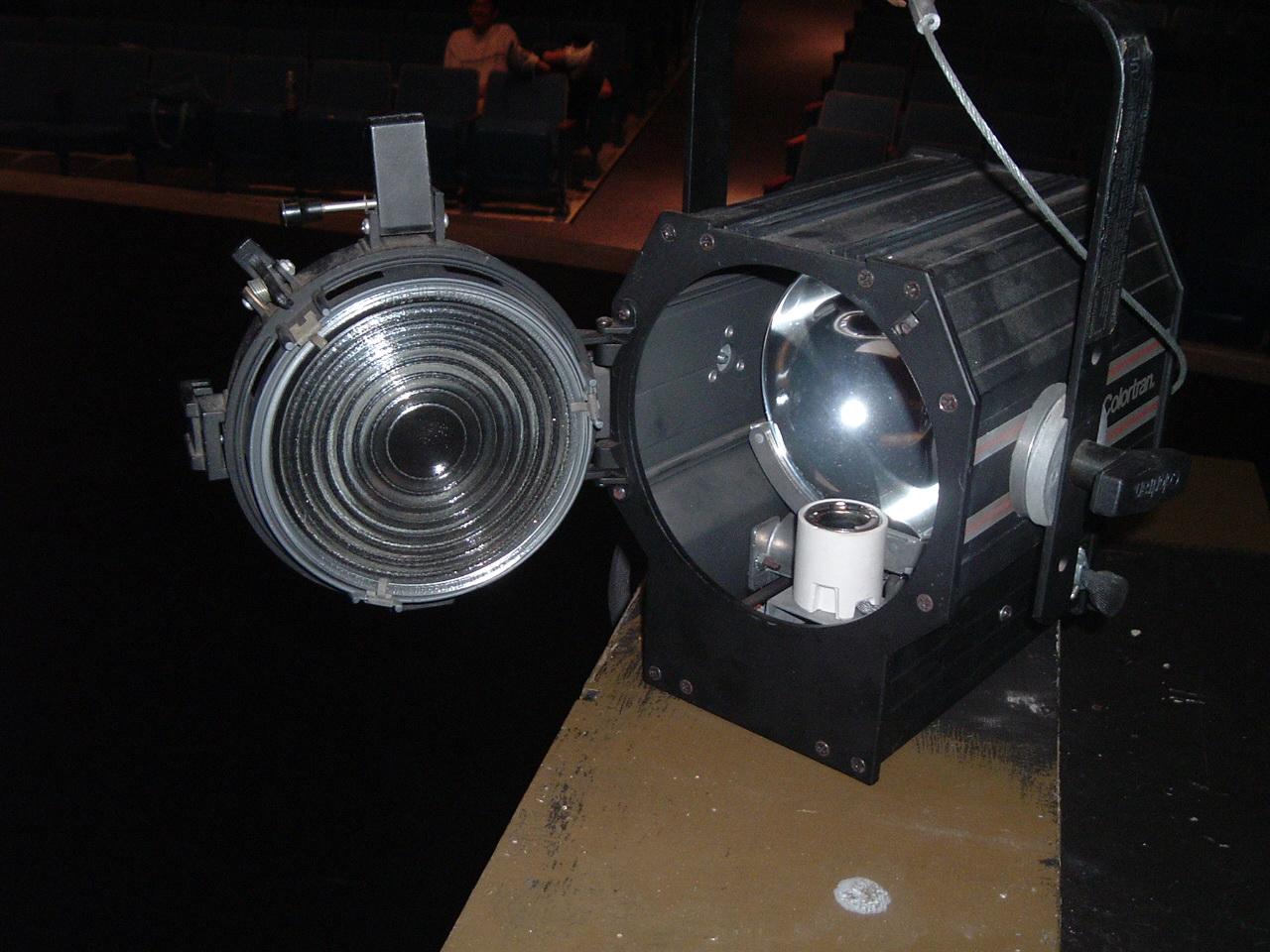 Fresnel lamp open