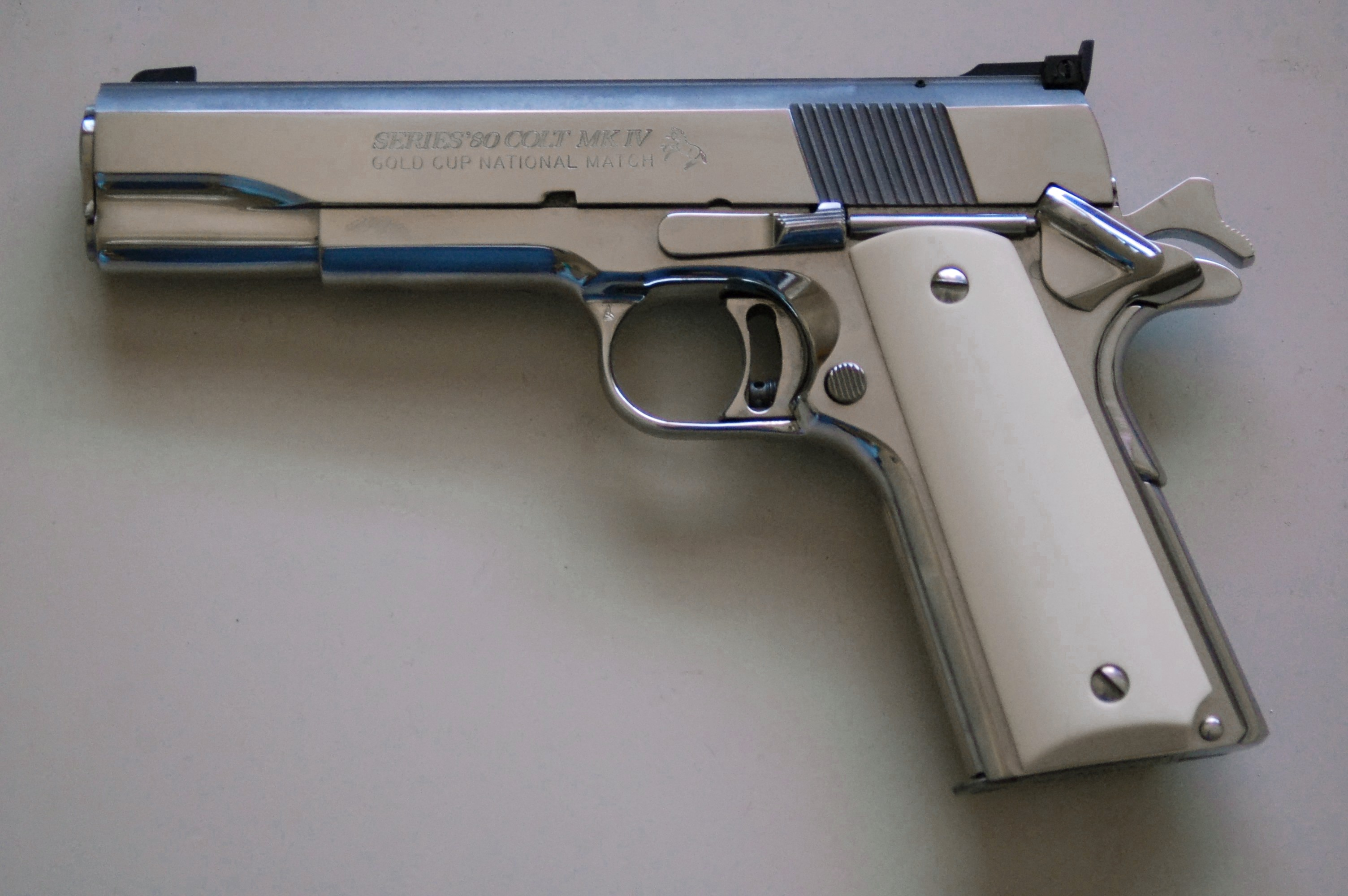 Guns (Tiro al Blanco) Colt1911goldcup