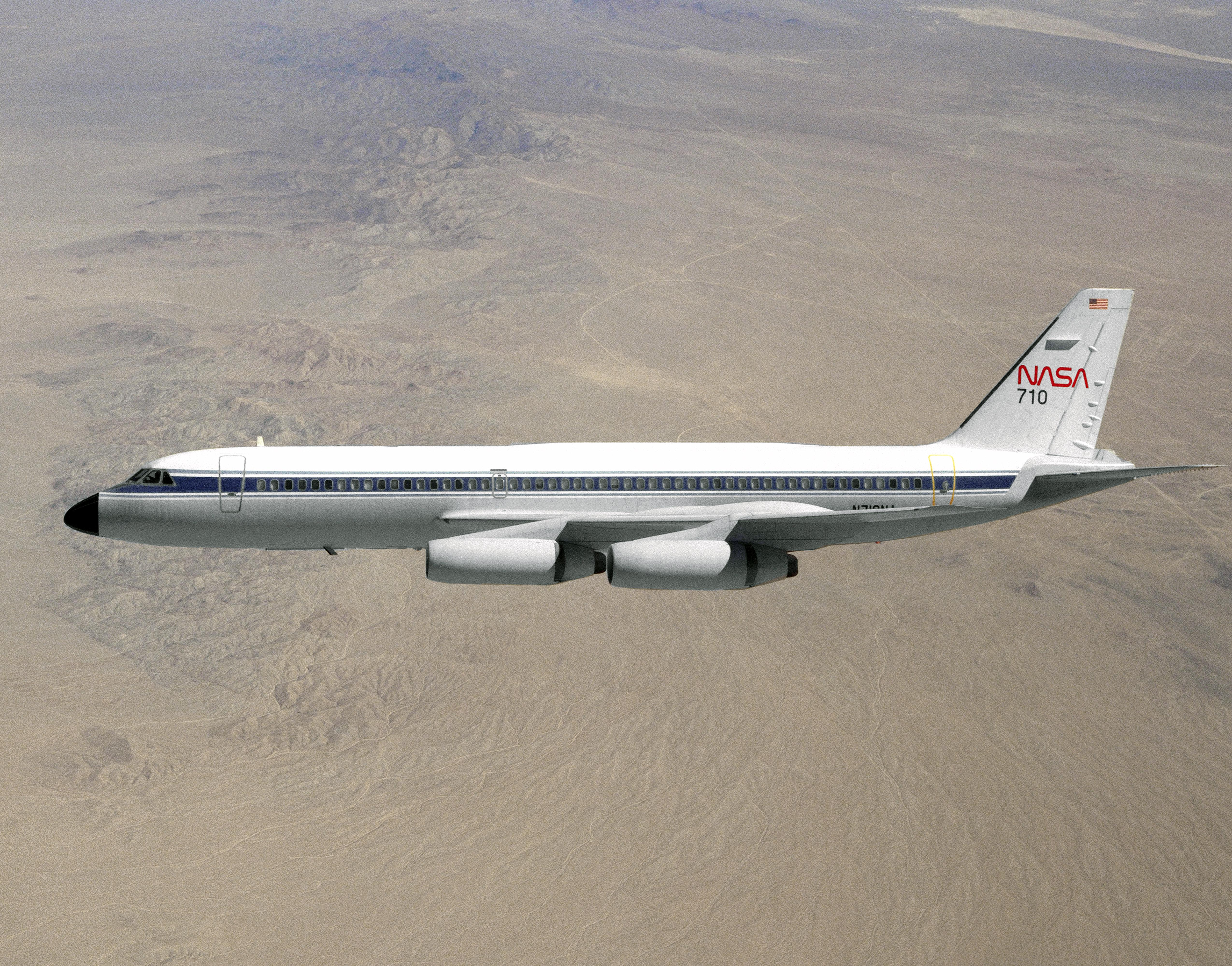 http://upload.wikimedia.org/wikipedia/commons/4/49/Convair_990_in_flight_EC89-0042-11.jpg