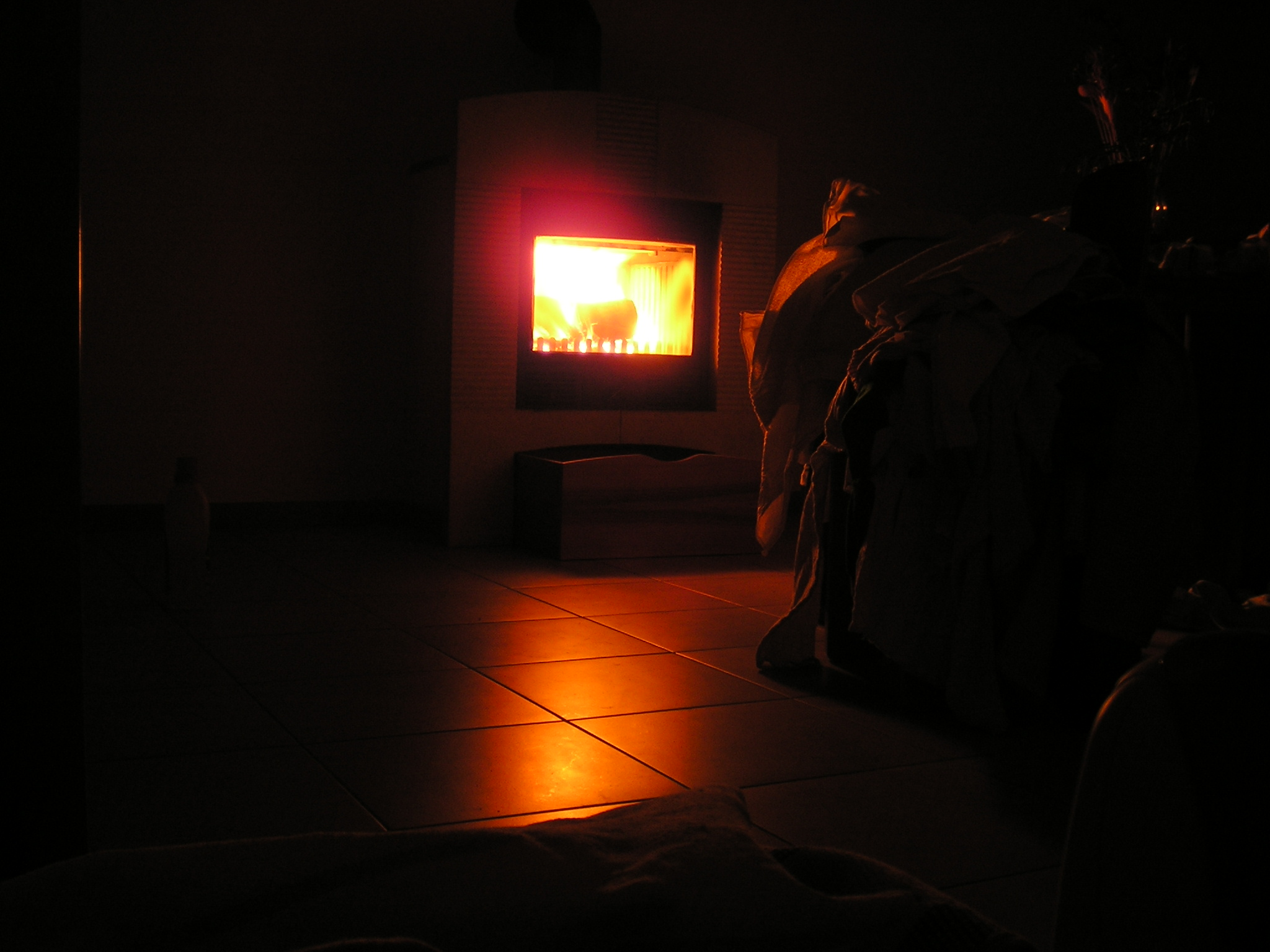 file dark room with fireplace jpg wikimedia commons