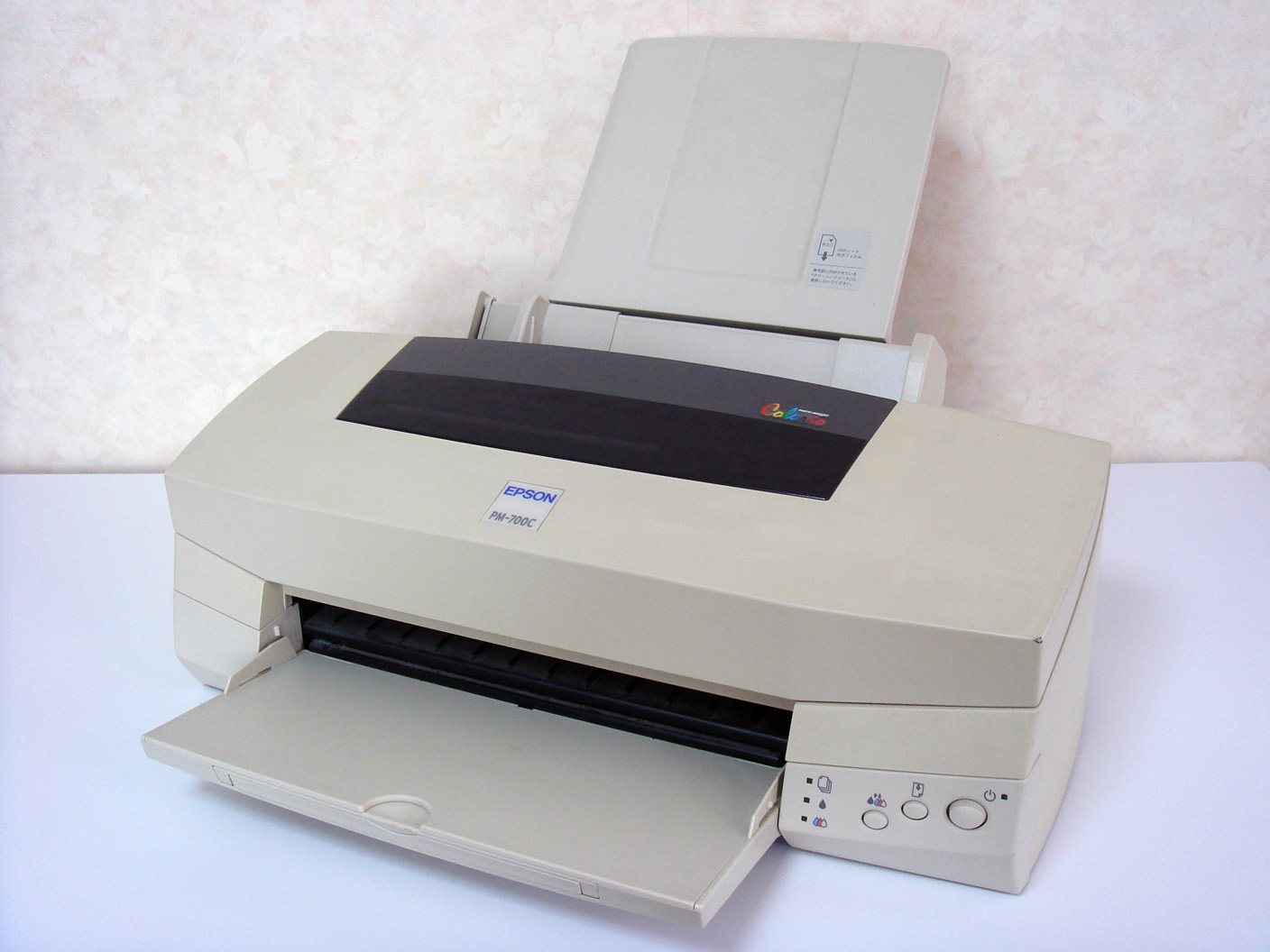 https://upload.wikimedia.org/wikipedia/commons/4/49/Epson_PM-700C.jpg