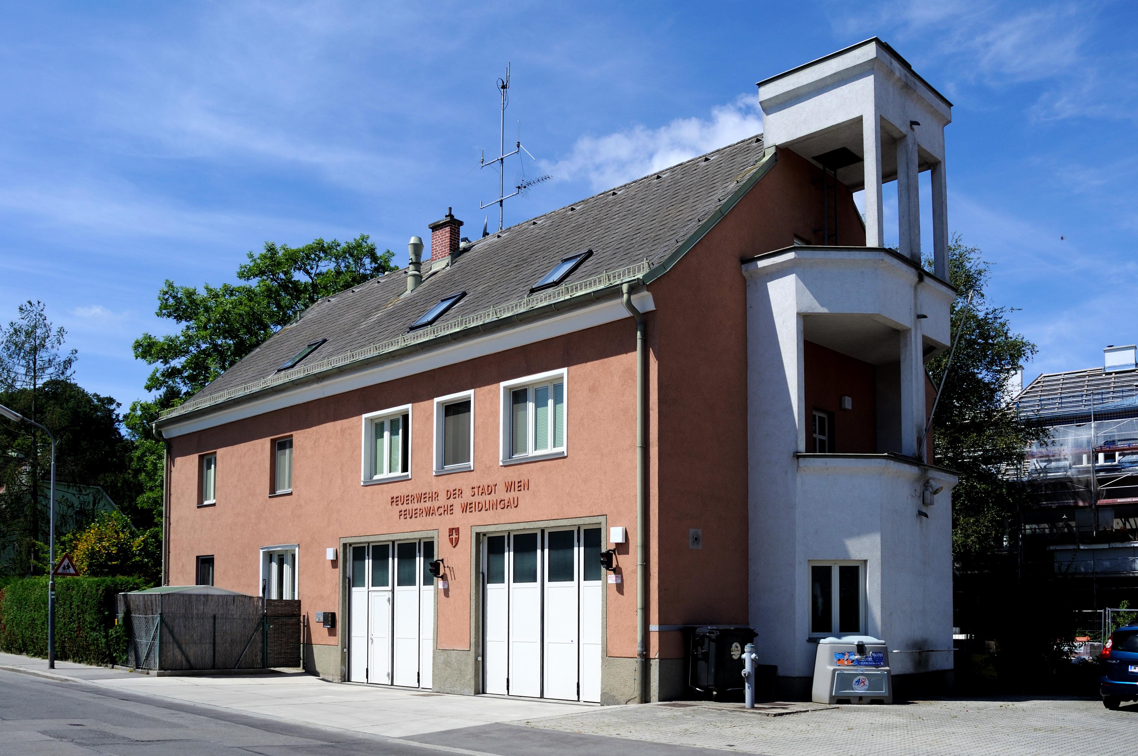 Feuerwache Weidlingau.jpg
