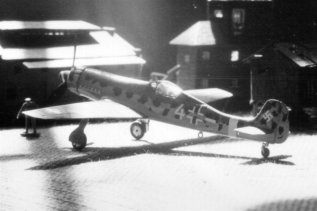 File:Focke-Wulf Ta 152 model diorama.jpg - Wikimedia Commons