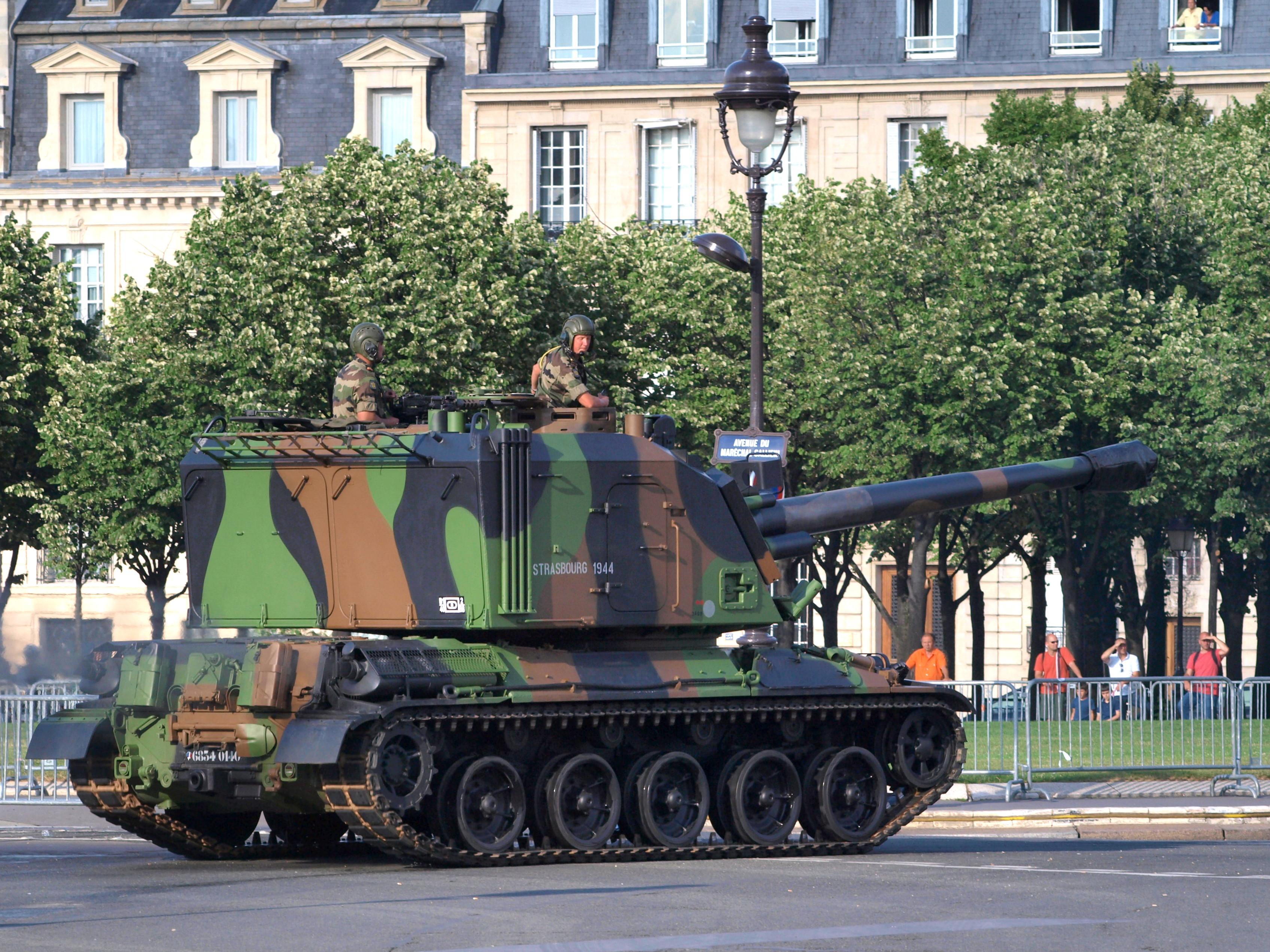 GCT_155mm_AUF1,_French_army_licence_regi