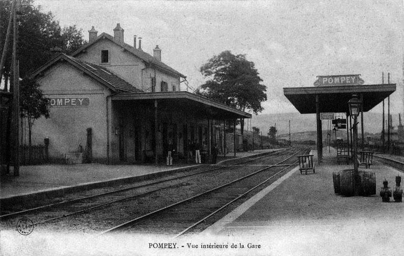L'intérieur de la gare de Pompey vers 1900.