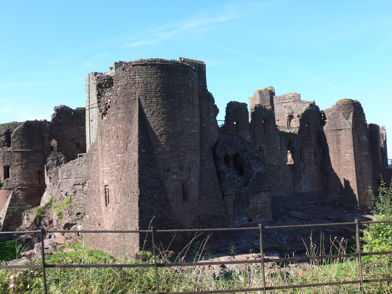File:Goodrich Castle 06.jpg