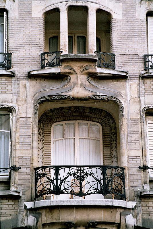 File guimard 16eme artnouveau hotel mezzara for Art nouveau fenetre