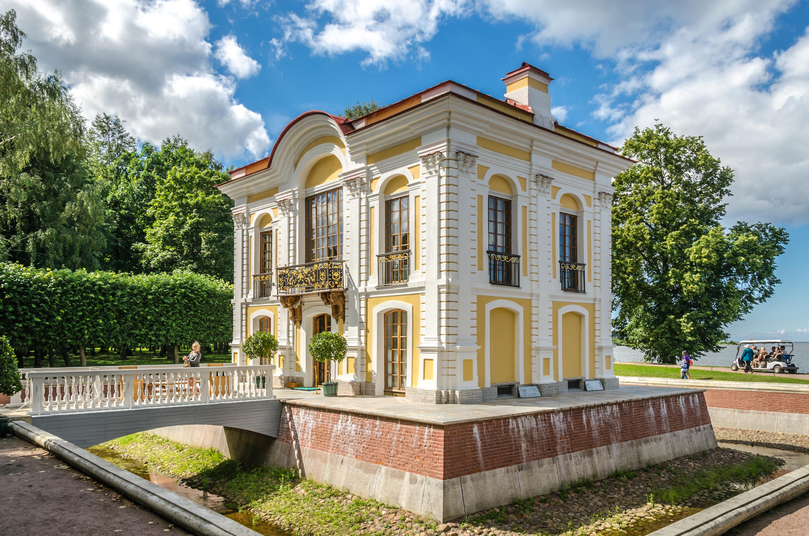 File Hermitage Pavilion In The Lower Park Of Peterhof 02
