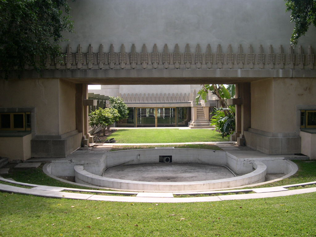 File hollyhock house pool jpg wikipedia for Hollyhock house