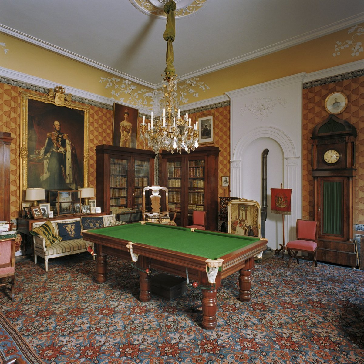 File:Interieur, biljartkamer met snookertafel in historische ...