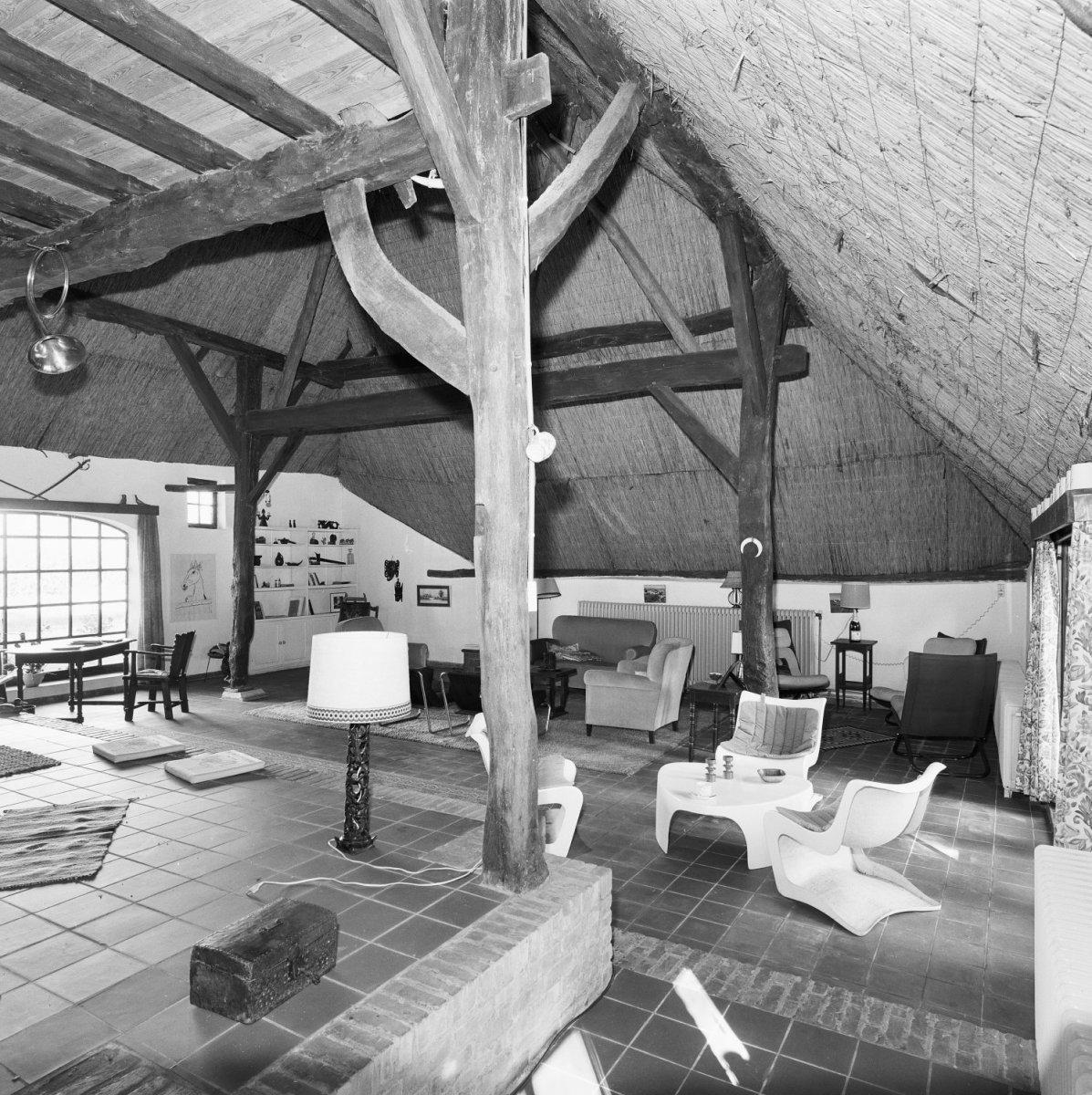 File interieur overzicht woonkamer voormalig stalgedeelte for Interieur woonkamer