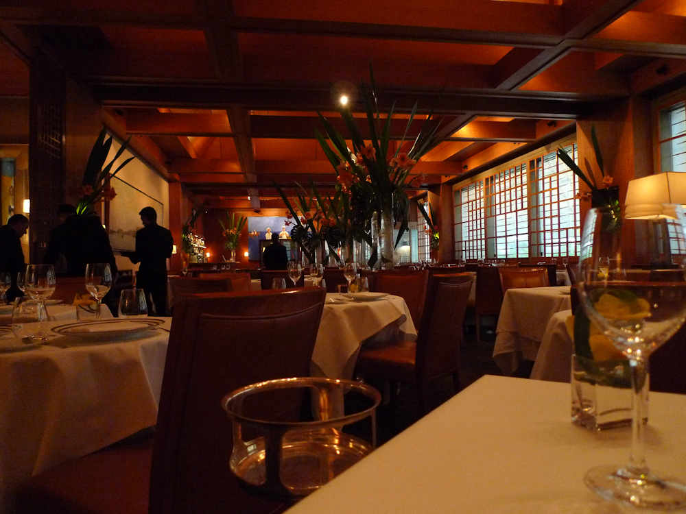 Interior of Le Bernardin.jpg