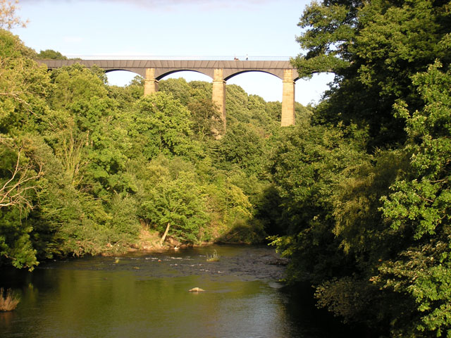 Just upstream from the Pontcysyllte Aqueduct - geograph.org.uk - 33337