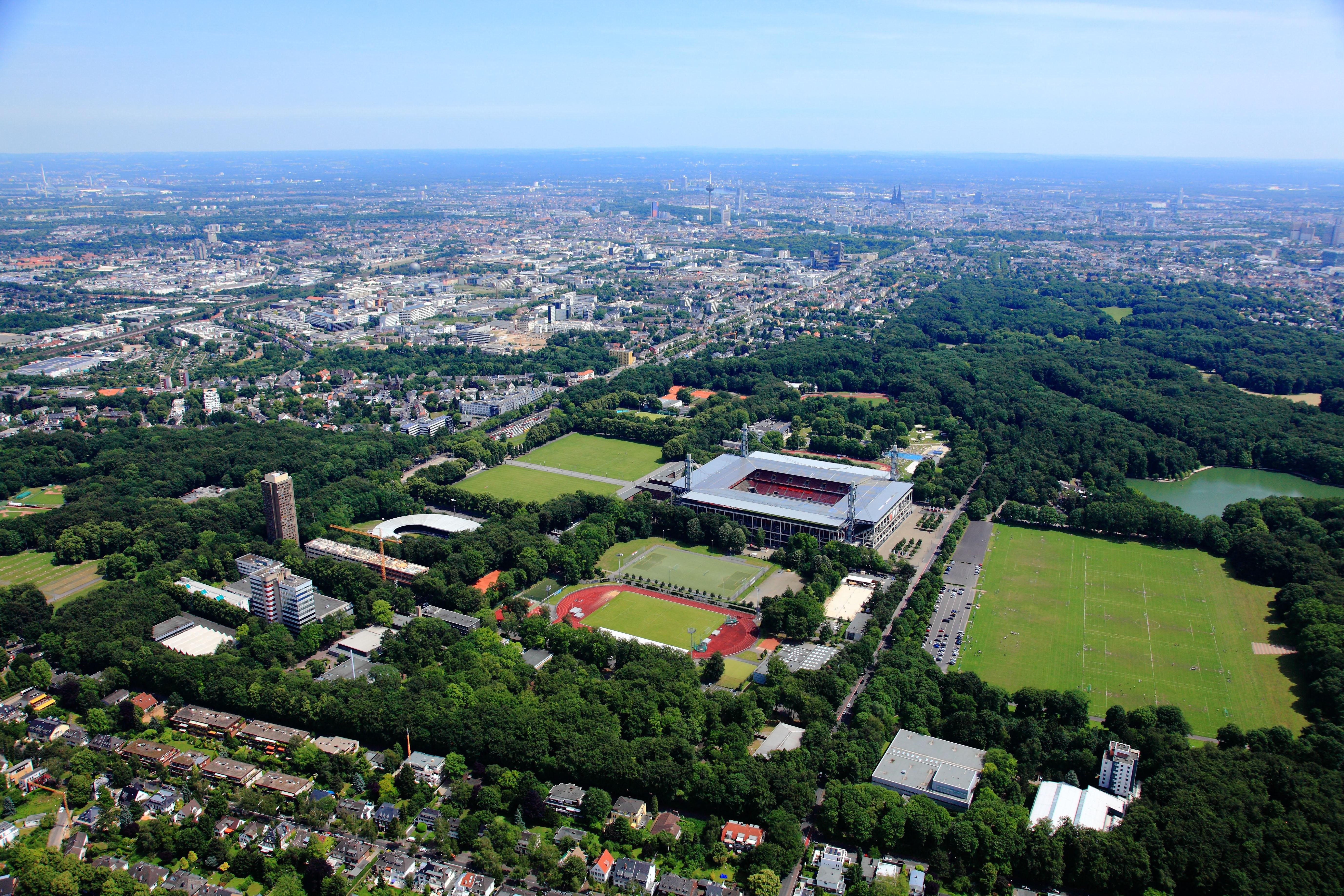 Luftaufnahme der Deutschen Sporthochschule Köln