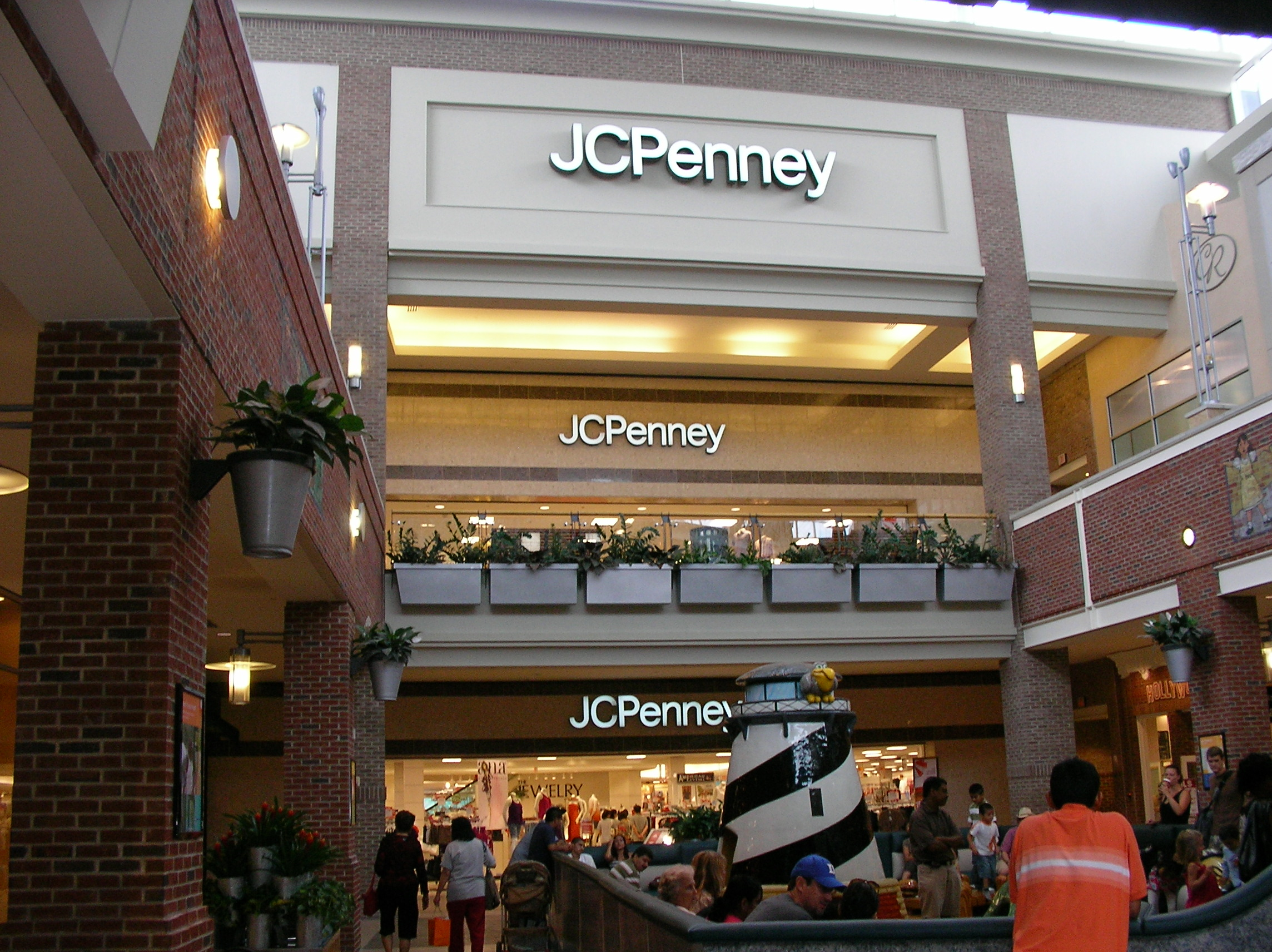 jcpenney vs macys Watch video  with such a low share price, jim cramer takes a look at the retail environment to see if jc penney could be an attractive buy.