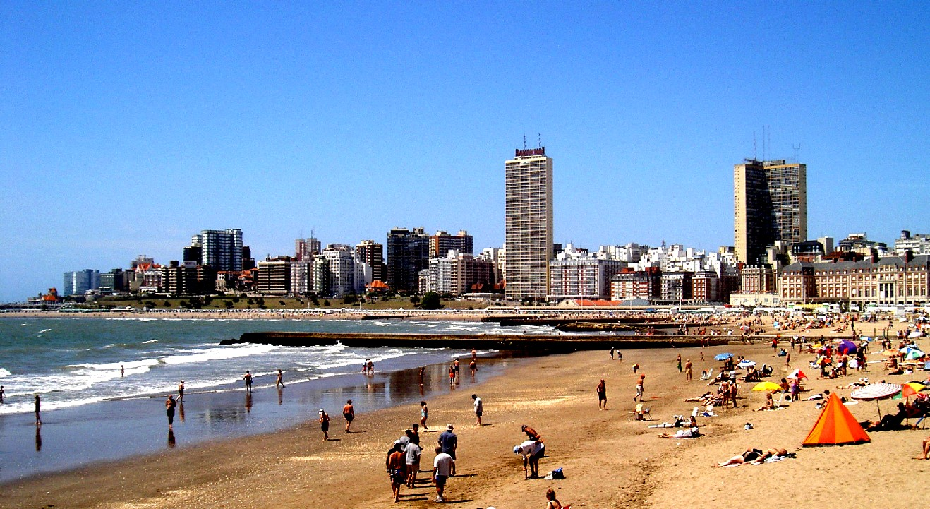 File:Mar del Plata beach (enhaced).jpg - Wikimedia Commons