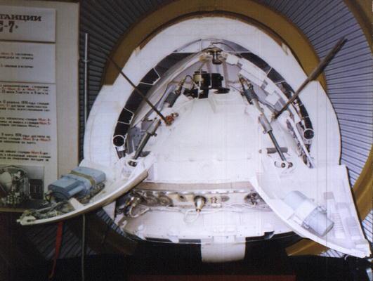 Nella foto: copia del lander conservata al museo Lavochkin.