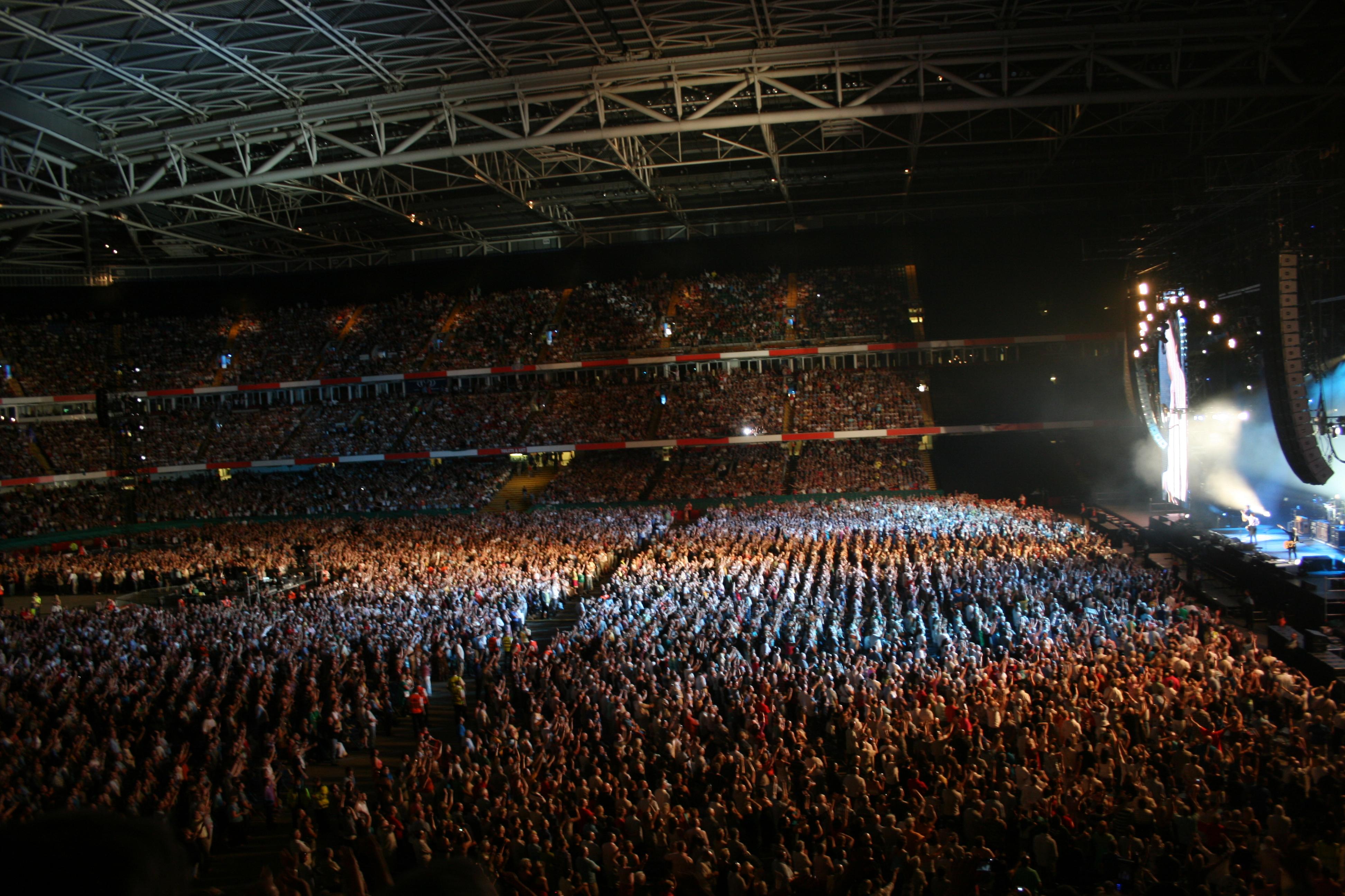 File millennium stadium wikimedia commons for Balcony 417 rogers arena
