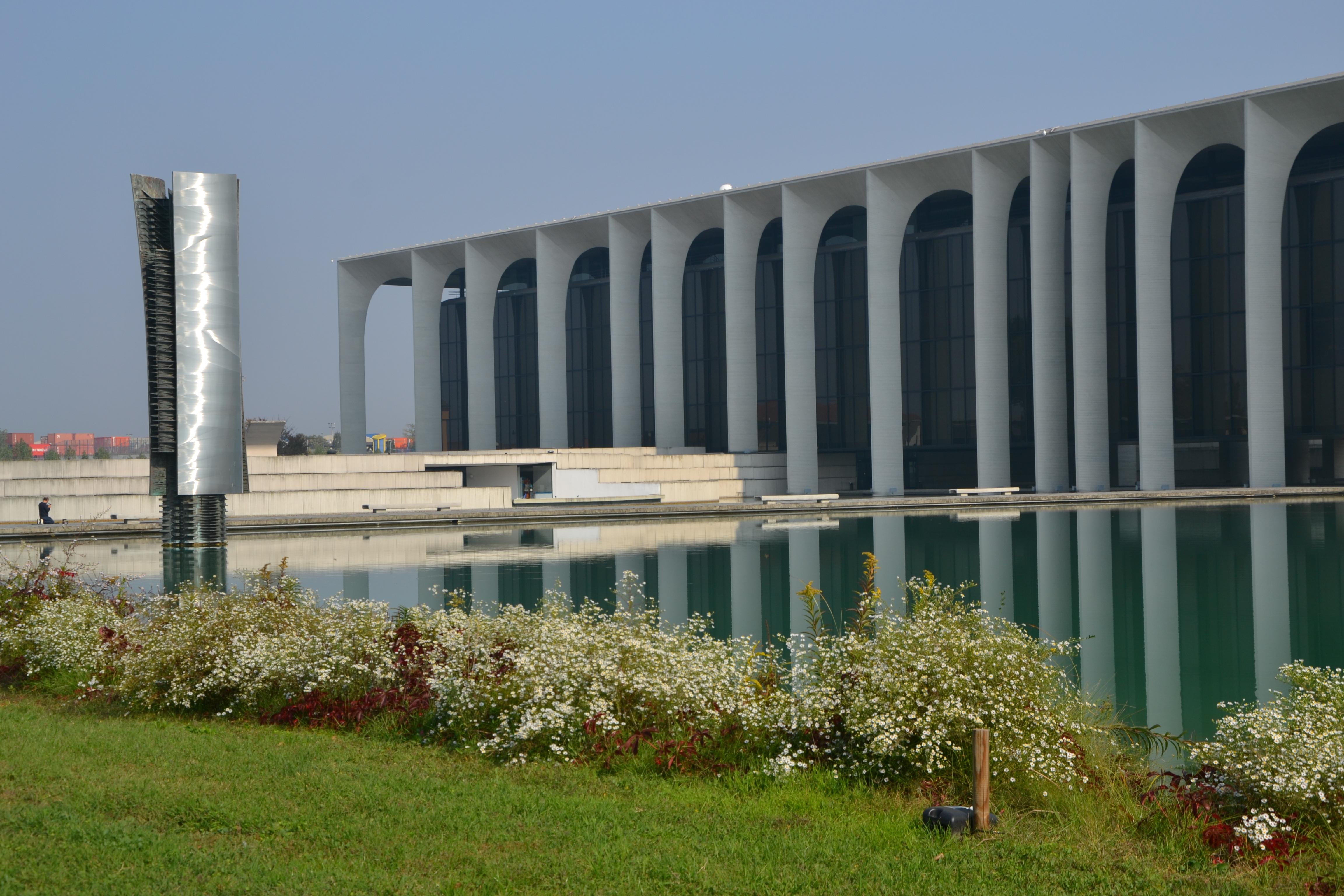 File Mondadori headquarters by Oscar Niemeyer Segrate Milano 08