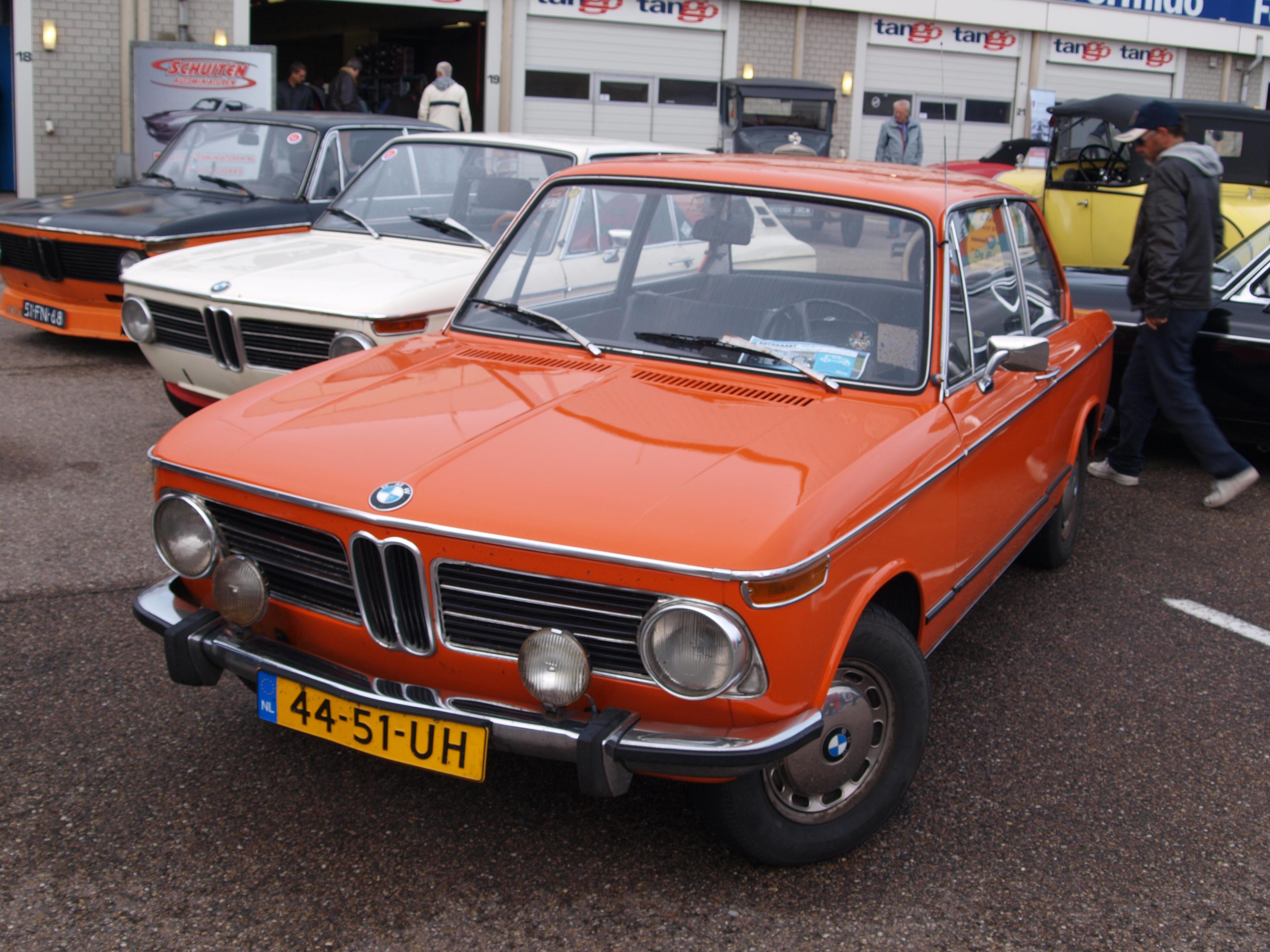 File:Nationale oldtimerdag Zandvoort 2010, 1973 BMW 2002, 44-51-UH.JPG