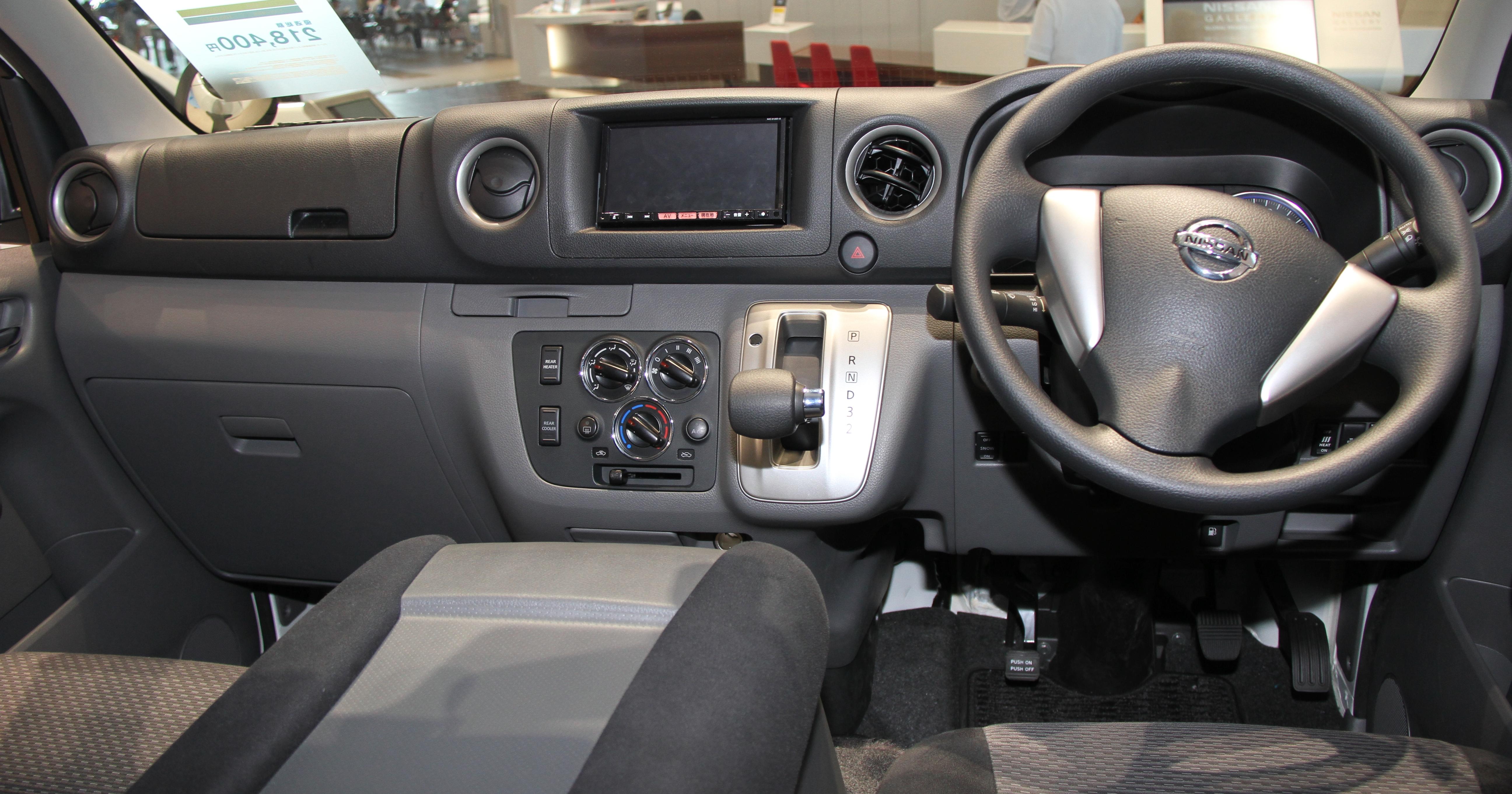 FileNissan NV350 Caravan Interior
