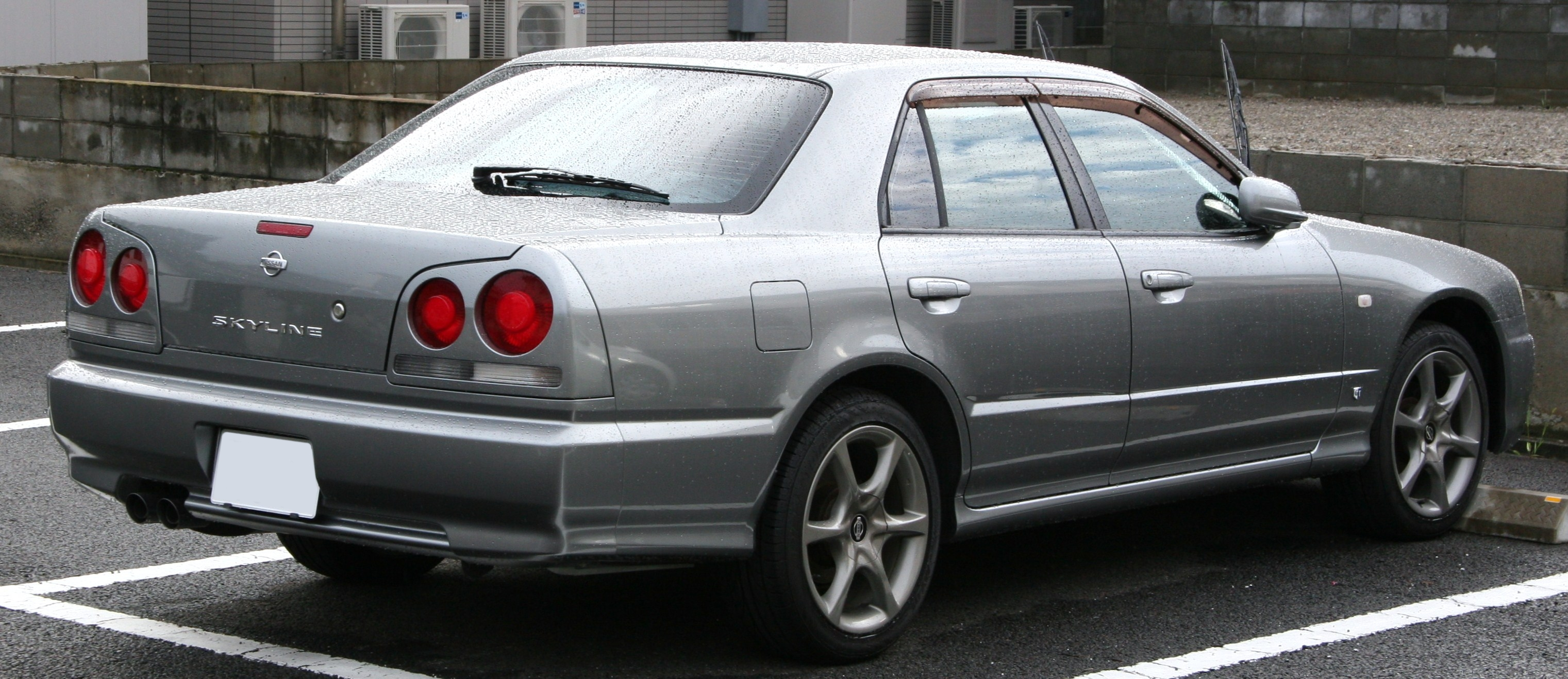 File Nissan Skyline Sports Sedan Rear Jpg Wikipedia