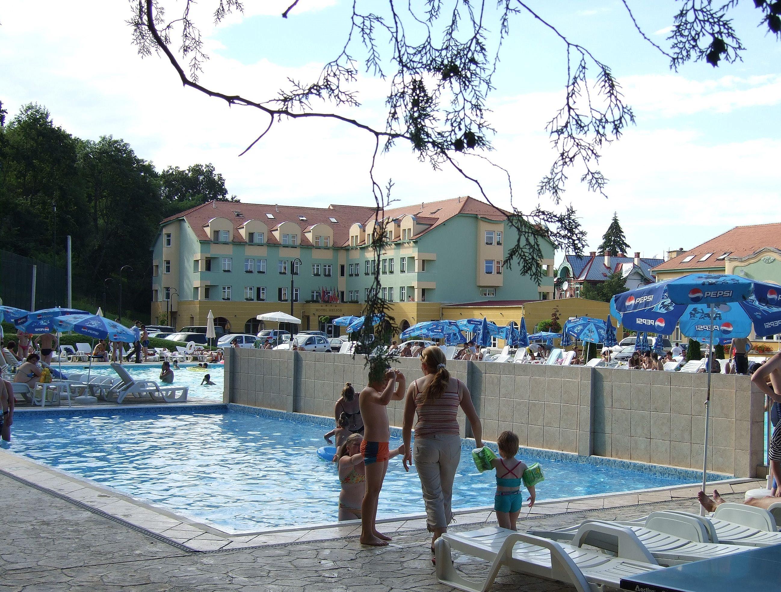 File ocna sibiului piscina wikimedia commons for Piscina wikipedia