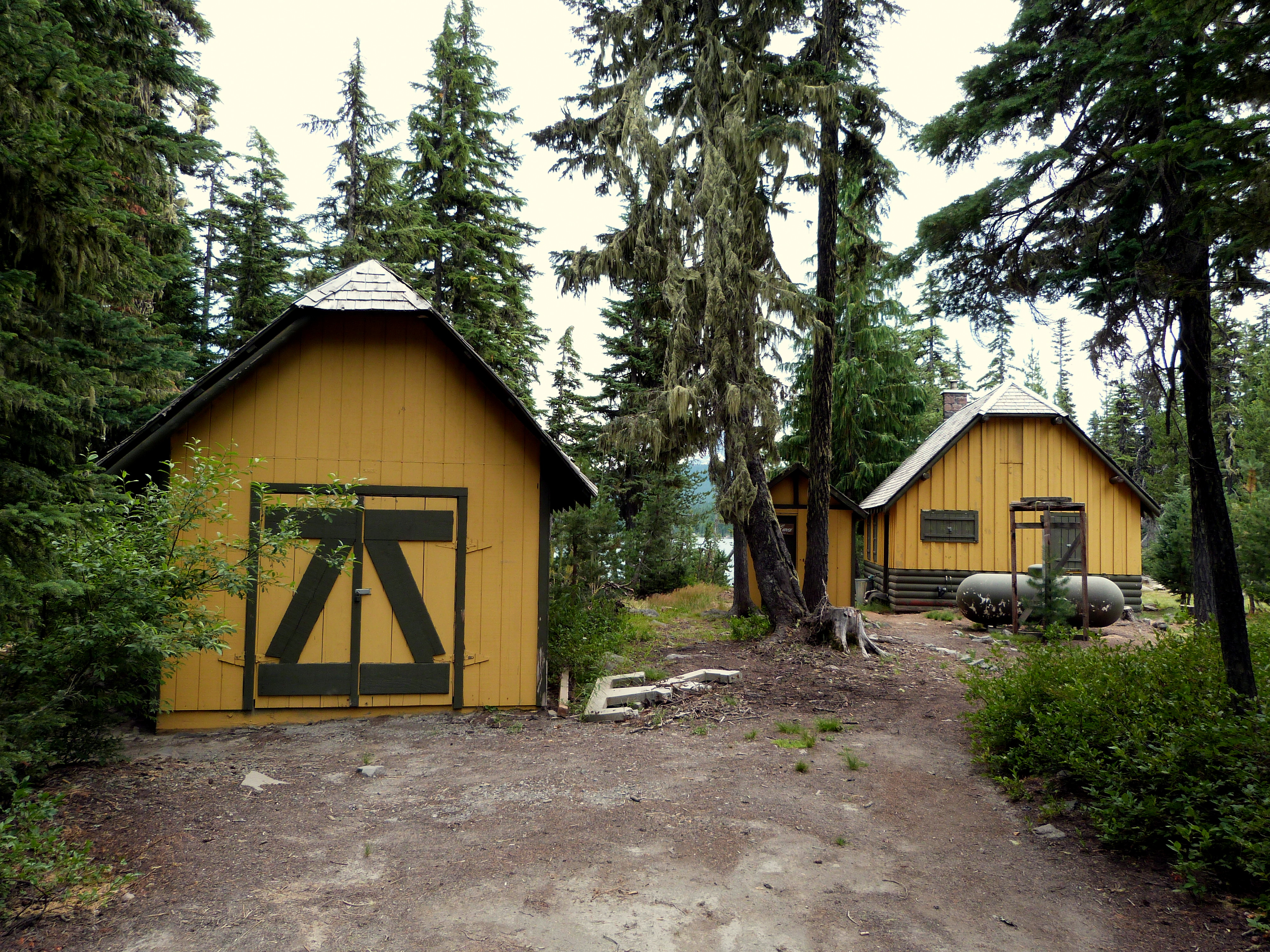 Olallie Lake Guard Station Cabin