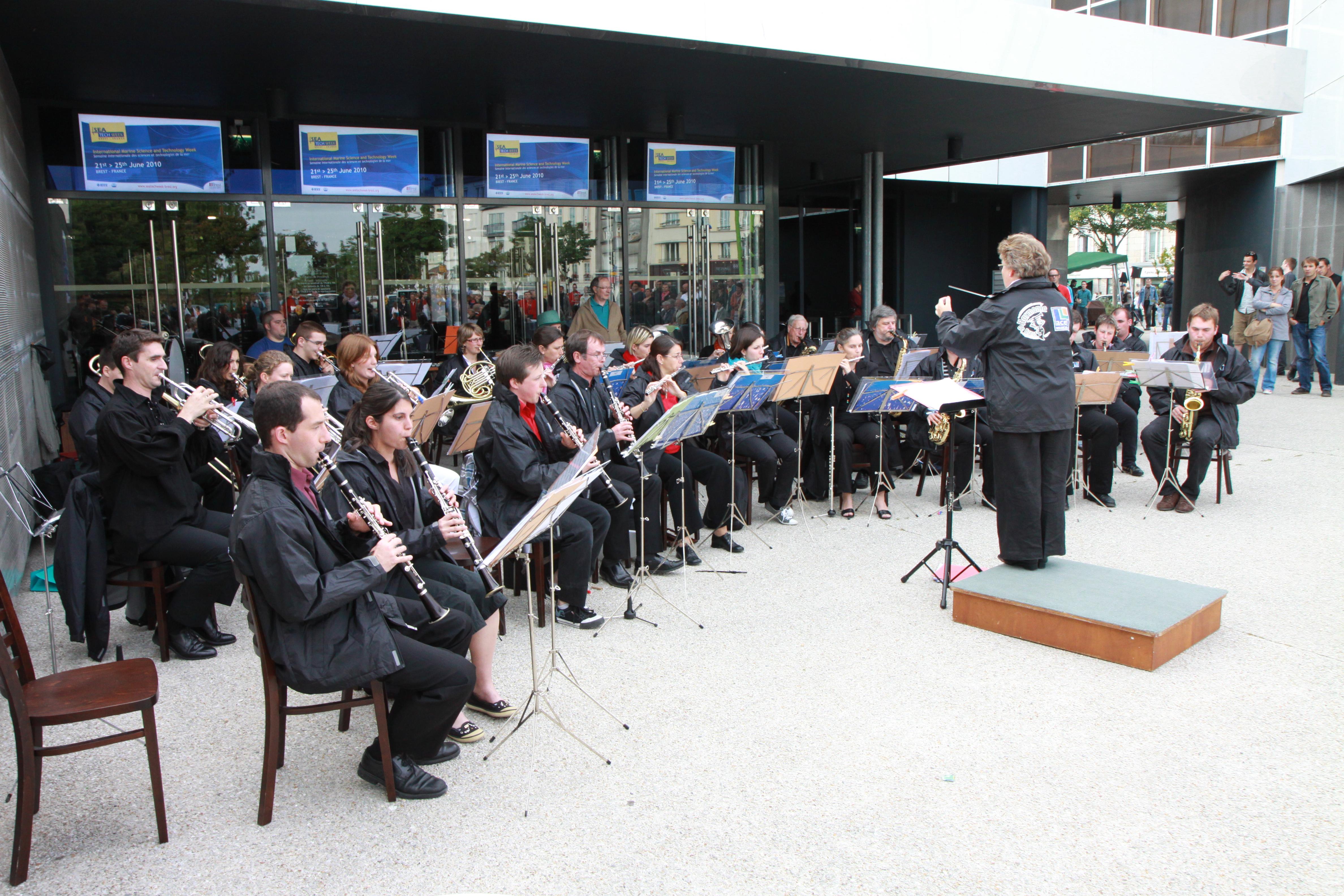 File:Orchestre de musique classique fête de la musique