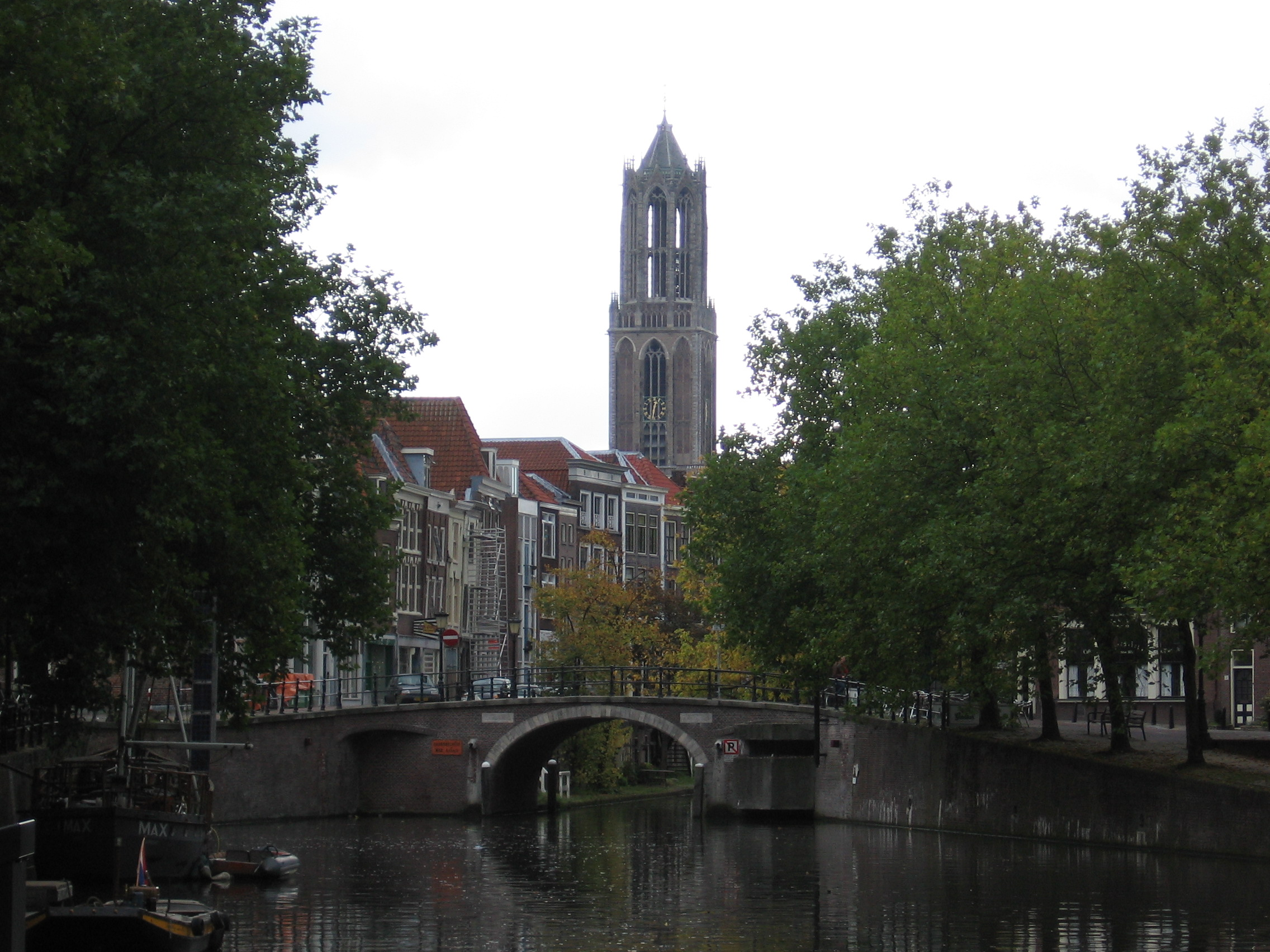 File:Oudegracht Utrec...