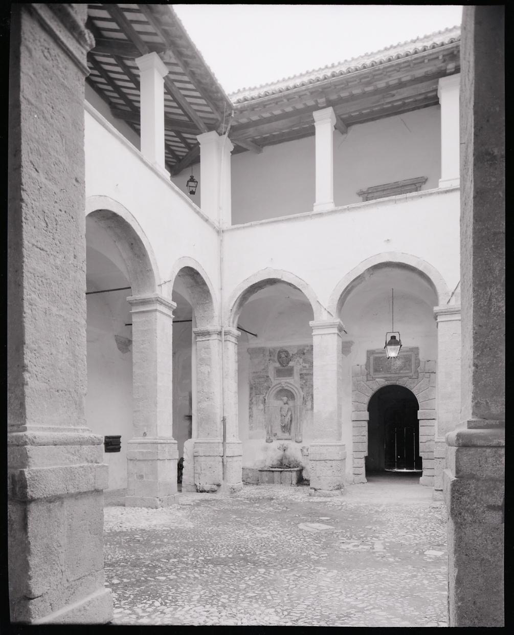 File paolo monti servizio fotografico norcia 1967 for Materiale fotografico milano